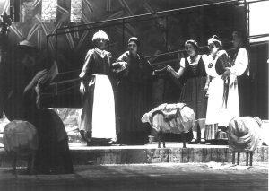 """Holzschafe, Bühnenbild für """"Die Sieben Schwaben"""" Würthembergische Landesbühne, Esslingen 1989"""