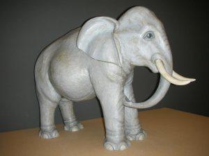 Elefant Mattäi -Krippe Rinde